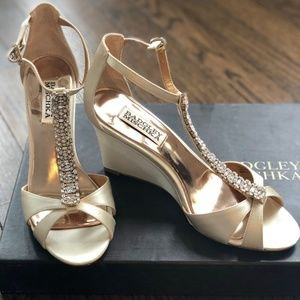 Badgley Mischka, Romance wedges in Ivory, Sz 6